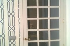 puerta abatible blanca cristal
